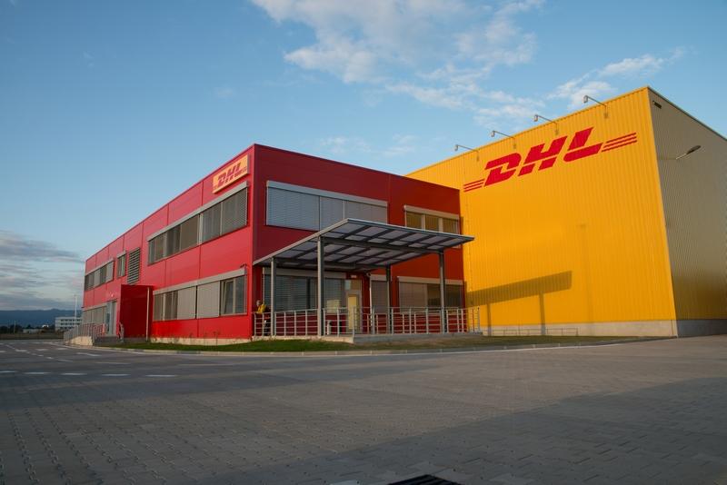 DHL, Bratislava, exteriérové žalúzie  | http://www.ksystem.sk/sk/produkty/zaluzie/exterierove-zaluzie/exterierove-zaluzie-prominent.html