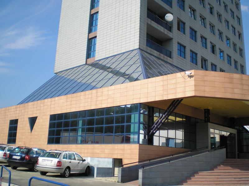 Polygrafia, Bratislava, Decomatic - stropné vedenie | http://www.ksystem.sk/sk/produkty/zaluzie/interierove-vertikalni-zaluzie/vertikalne-zaluzie.html